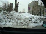 Результаты уборки снега создают помехи автотранспорту на перекрестке пер.Лобачевского-ул.Софьи Ковалевской в Екатеринбурге