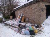 Отсутствие площадки, контейнеров под сбор и хранение мусора